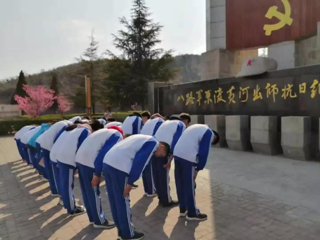传承文化红色,感知基因初中--西安交大韩城初中诗背的红色图片